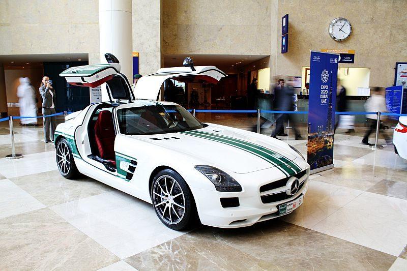 Mercedes-Benz-SLS-AMG-dubai-police