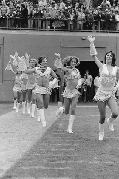 robin-williams-joining-the-cheerleaders-team-1980